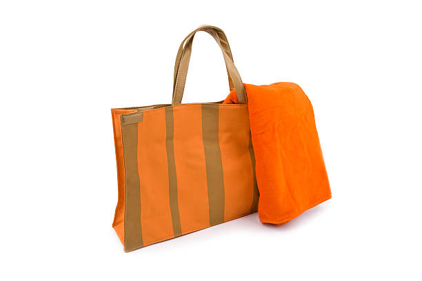 Orange toalla y bolsa de playa - foto de stock
