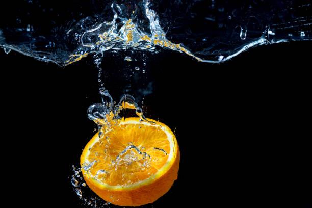 Orange mit Süßwasserspritzer – Foto