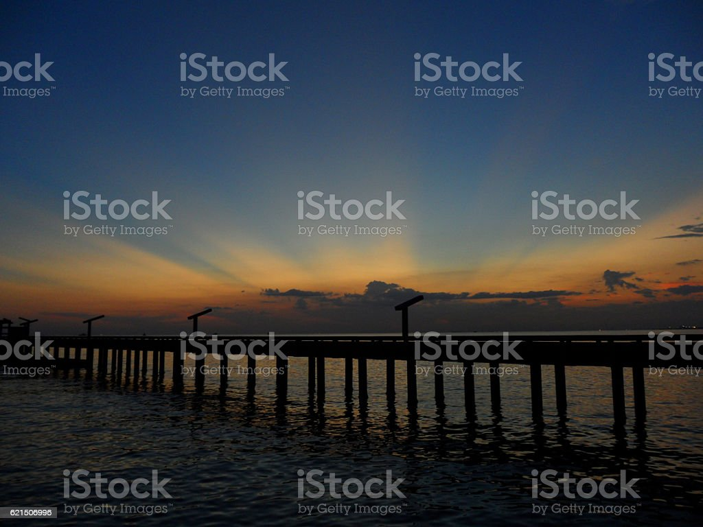 Orange yellow after glow over the bridge to the sea foto stock royalty-free