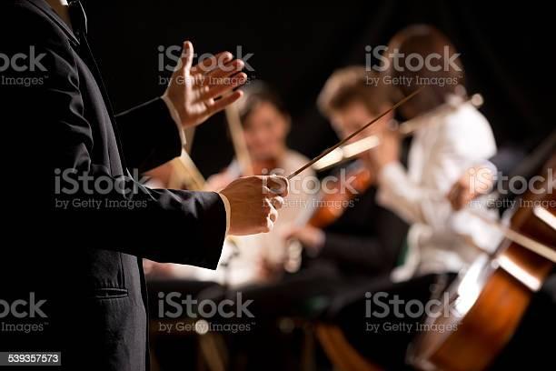 Orchester Dirigent Auf Der Bühne Stockfoto und mehr Bilder von 2015