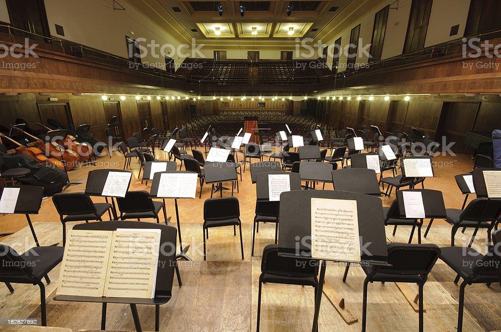 Orchester auf der Bühne – Foto