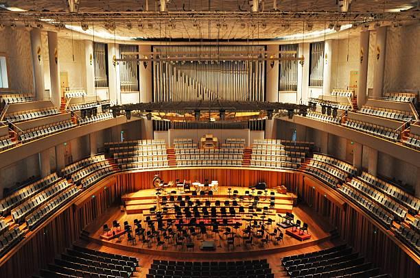 orchestermusik bestuhlung - philharmonie stock-fotos und bilder