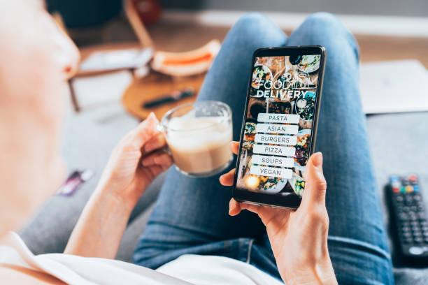 order food online - entregar imagens e fotografias de stock