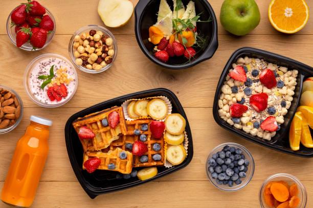 bestellung fertig biofrühstück konzept, ansicht von oben - low carb süßigkeiten stock-fotos und bilder