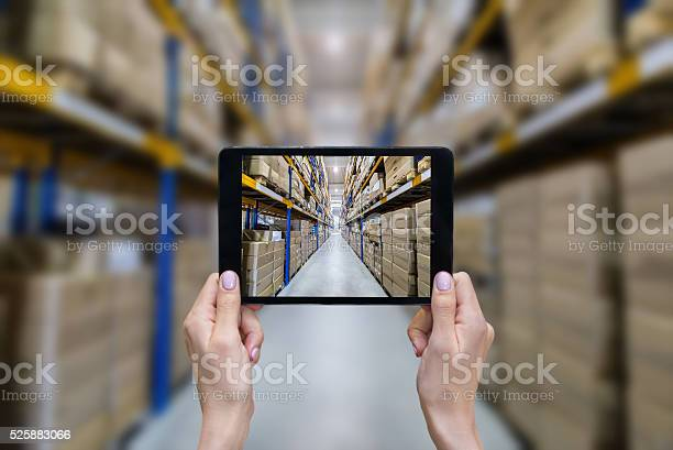 Ordering online from modern warehouse picture id525883066?b=1&k=6&m=525883066&s=612x612&h=bheh363ijmeav7zkqp53wdlw0qeyy2jytj7o3umfiuq=