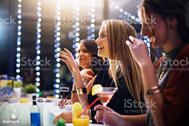 Ordering their favourite drinks picture id638516536?b=1&k=6&m=638516536&s=612x612&h=q3jkqo6foxkfttp3muxc3aqllcrwufor9tibabpmtbc=