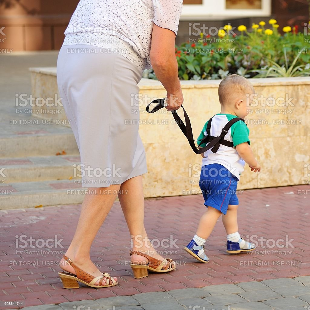 Orel city day. Woman walking with toddler – Foto