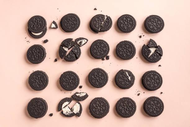 Biscoitos (chocolate e creme) - foto de acervo