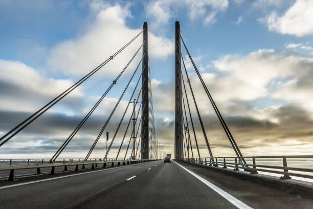 oresundbridge, bron mellan sverige och danmark - öresund bildbanksfoton och bilder
