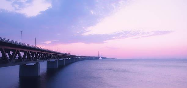 oresundsbron bridge at dusk - öresundsregionen bildbanksfoton och bilder