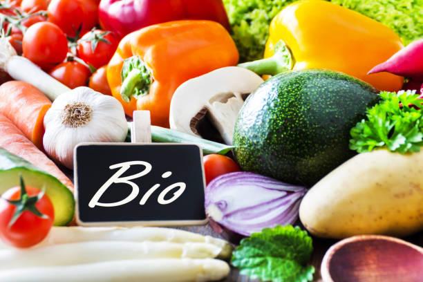 organic bio vegetables and label - bio food foto e immagini stock