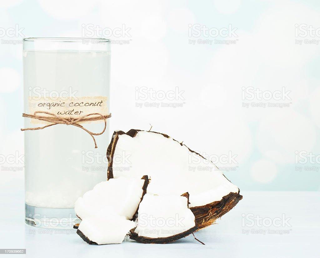 Água de coco orgânico com polpa - foto de acervo