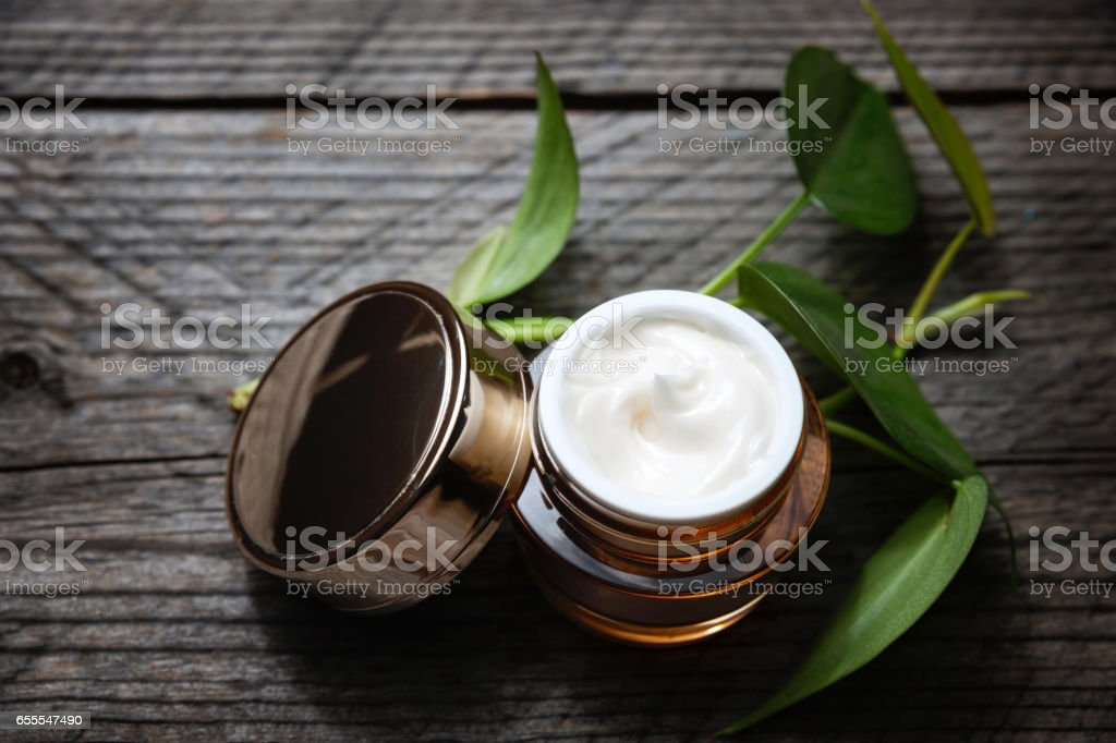 Bio-Cremes und Lotionen für Gesicht und Körper. – Foto