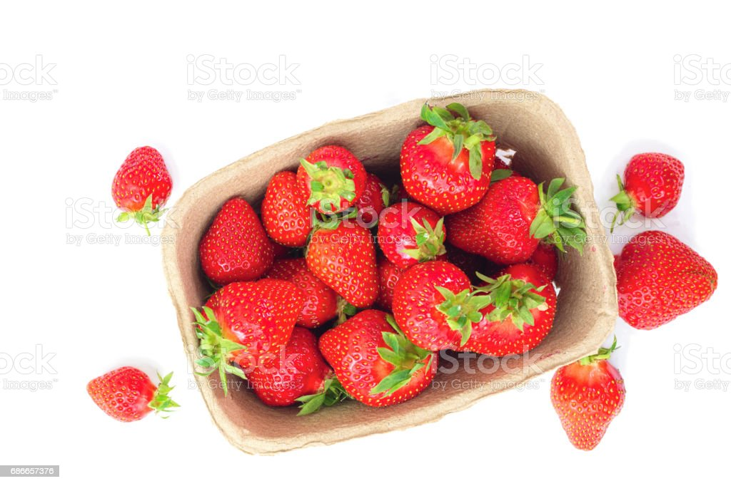 Organik taze çilek meyve izole beyaz arka plan üzerinde royalty-free stock photo