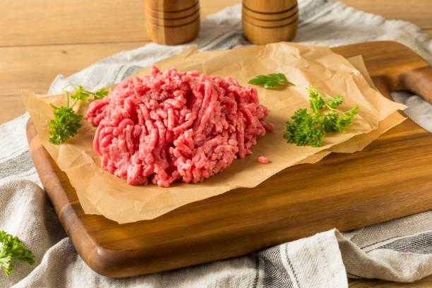有機草喂地羊肉肉 - 切碎的 食物狀況 個照片及圖片檔