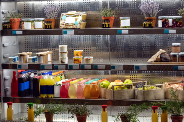 Bio-Säfte auf Kühlschrank Regale – Foto