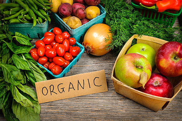 オーガニックの野菜と果物のマーケット ストックフォト