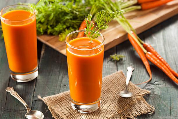 organic raw carrot juice - meyve ve sebze suyu soğuk i̇çecek stok fotoğraflar ve resimler
