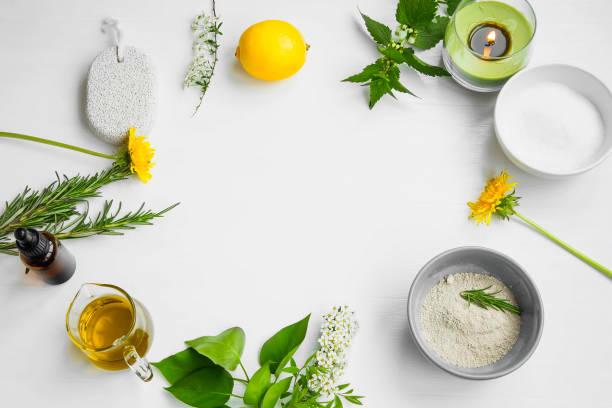 Spa orgánico. Cuidado de la piel ingredientes naturales con arcilla, aceite de oliva, piedra pómez, extractos herbales, concepto de casa-spa - foto de stock