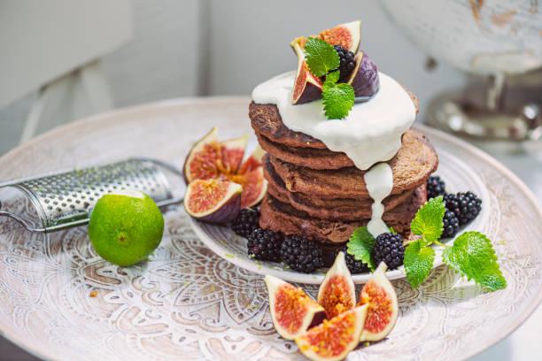 Bio-Stack vegane Pfannkuchen – Blogger-Stil – Foto