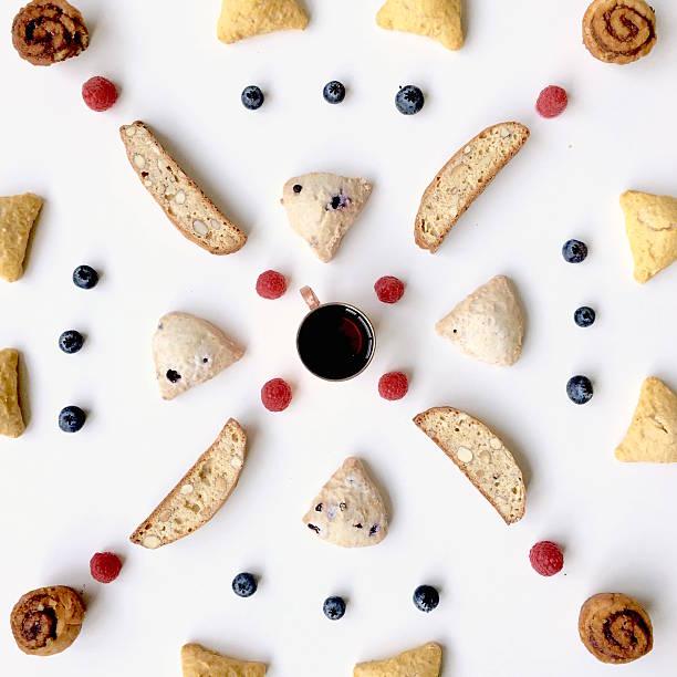 diverses pâtisseries sur fond blanc - design plat photos et images de collection