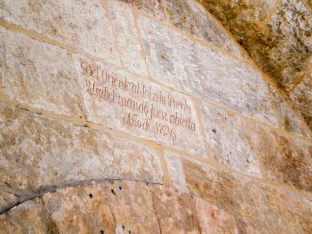 Orient Gate Kommandiert von Isabel La Catolica aus dem Romanischen Stil Dorf in Ciudad Rodrigo. – Foto