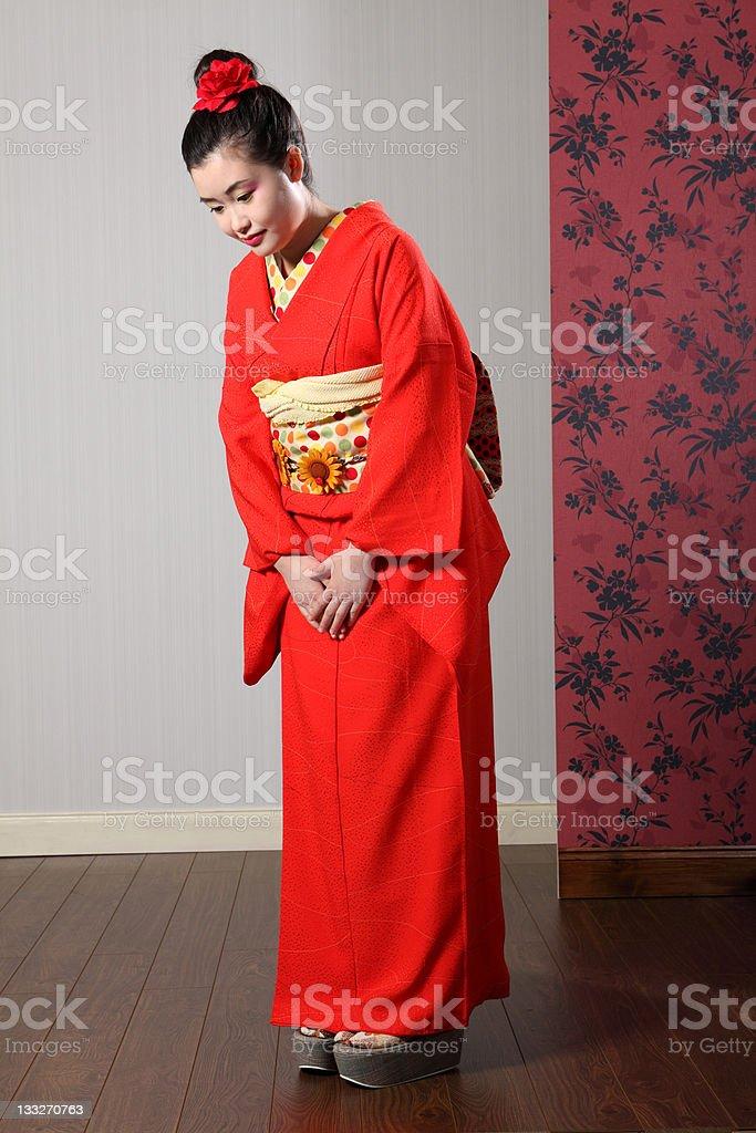 Fotografía de Oriental Modelo En Rojo Kimono Japonés Saludo ...