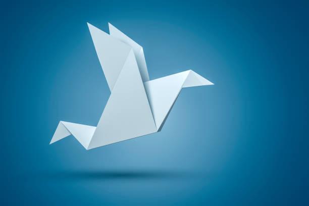 oiseau en origami - origami photos et images de collection