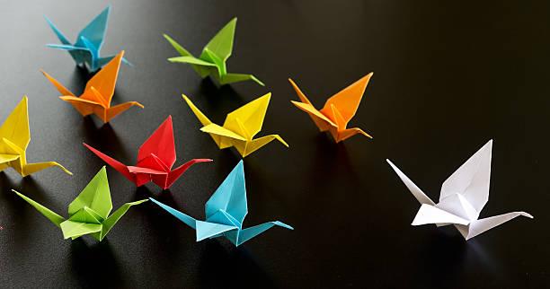 origami oiseaux - origami photos et images de collection