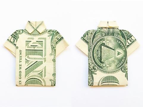 Origami Hemd aus dollar Banknote auf Holz- Hintergrund. Close Up ... | 358x481
