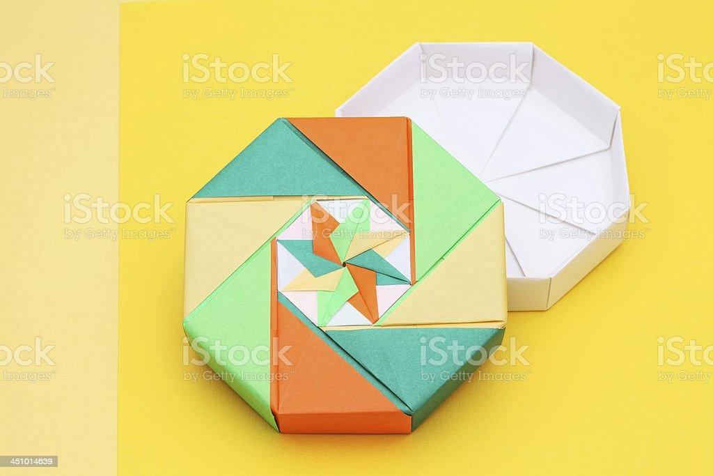 Self-Closing Origami Twist Box – Origami Tutorials | 683x1024