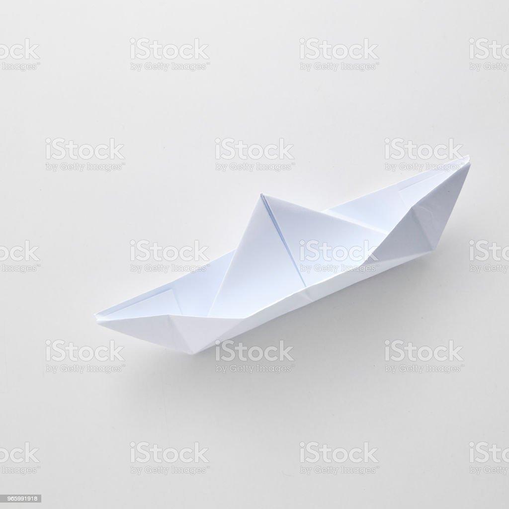 Origami Papier Schiff, isoliert auf weißem Hintergrund. - Lizenzfrei Abstrakt Stock-Foto