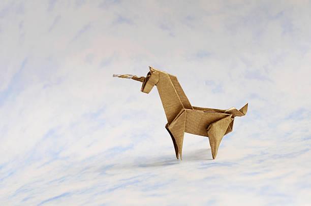 origami unicornio - unicornio fotografías e imágenes de stock