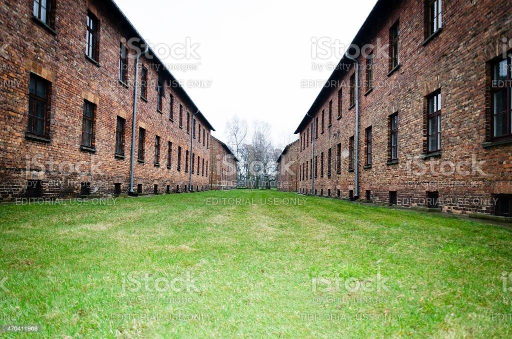 Original brick barracks im Auschwitz in Polen – Foto