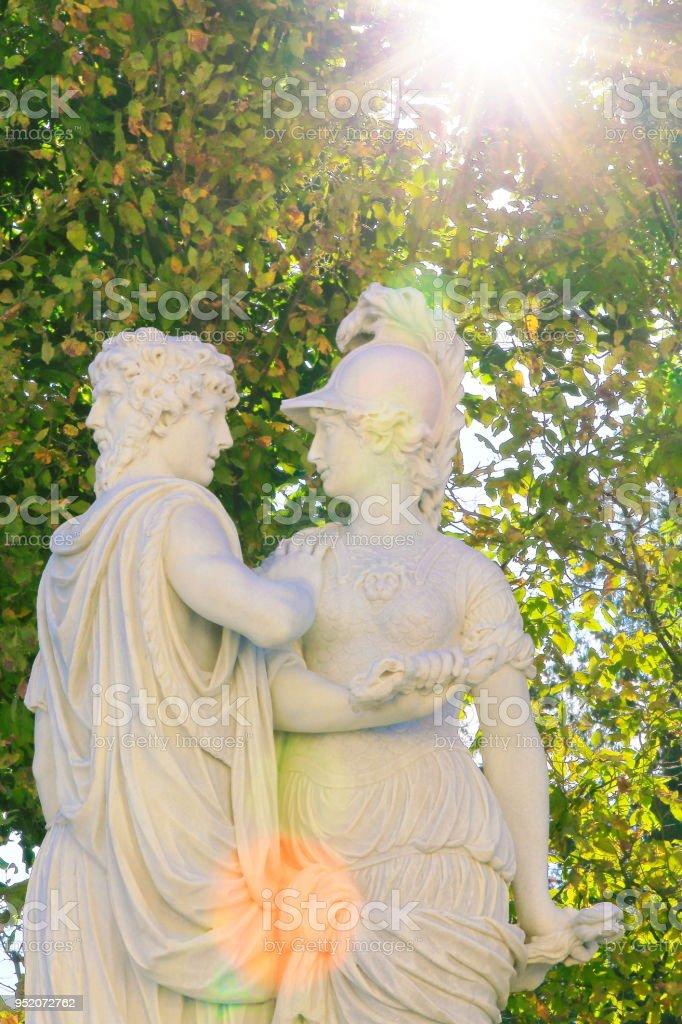 Merveilleux Ornamental Garden Statues At Gold Sunset In Stadtpark, Vienna Public Park  Royalty Free Stock