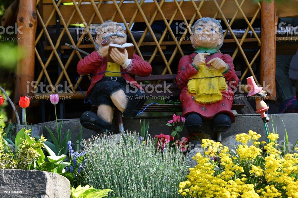 ornamental statuette in the garden photo libre de droits