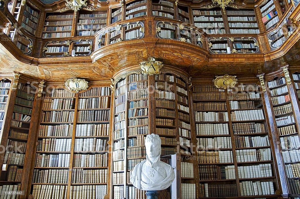 Vieja biblioteca - foto de stock