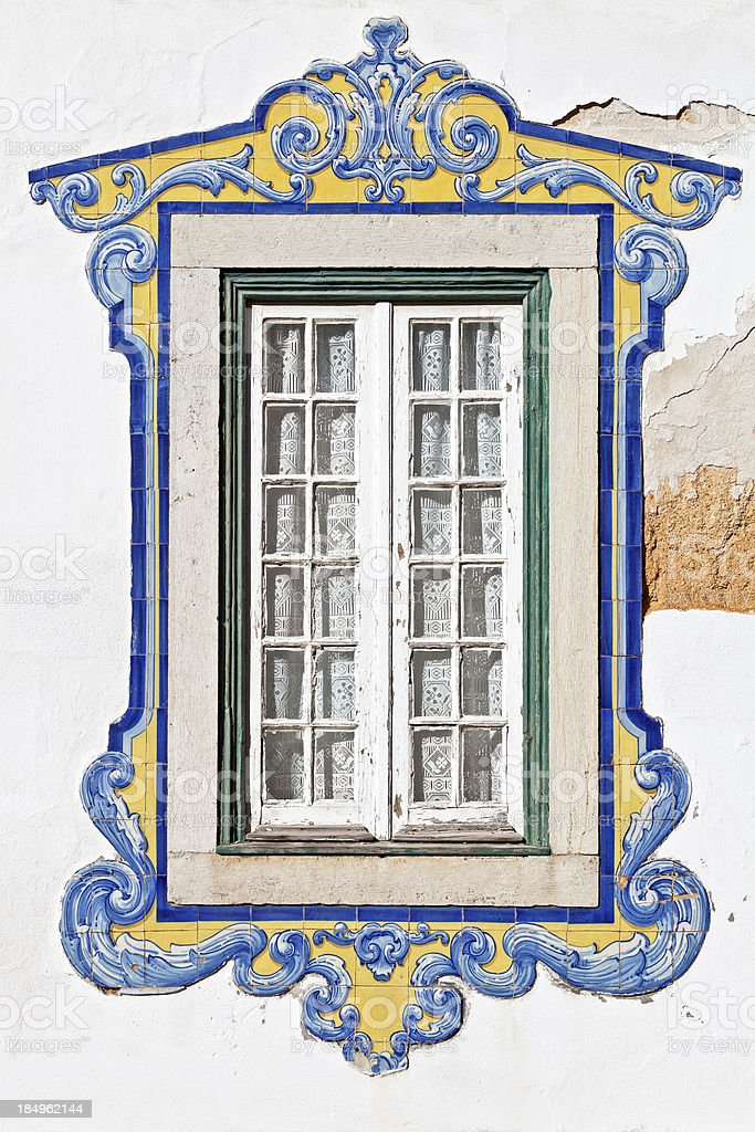 Enfeitado janela - fotografia de stock