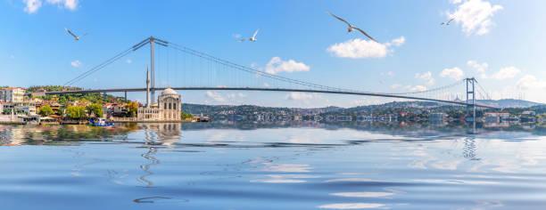 мечеть ортакой и босфорский мост, панорама стамбула, турция - стамбул стоковые фото и изображения