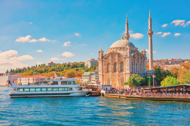 Ortakoy mosque on the shore of Bosphorus in Istanbul, Turkey ISTANBUL, TURKEY - October 9th, 2019: Ortakoy mosque on the shore of Bosphorus in Istanbul, Turkey bosphorus stock pictures, royalty-free photos & images