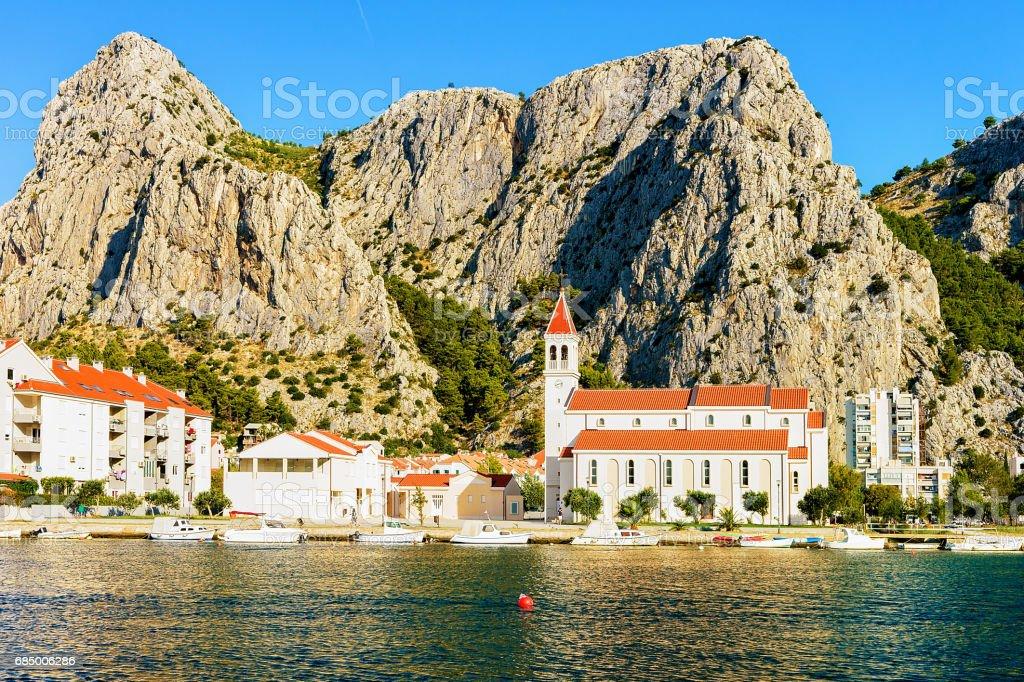 Orthodoxe Kirche am Hafen der Adria in Omis Kroatien Lizenzfreies stock-foto