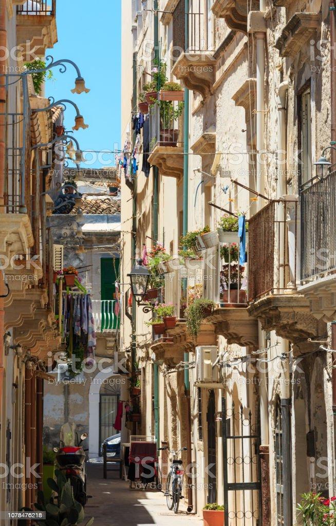 Ortigia Straßenansicht, Syrakus, Sizilien, Italien. – Foto
