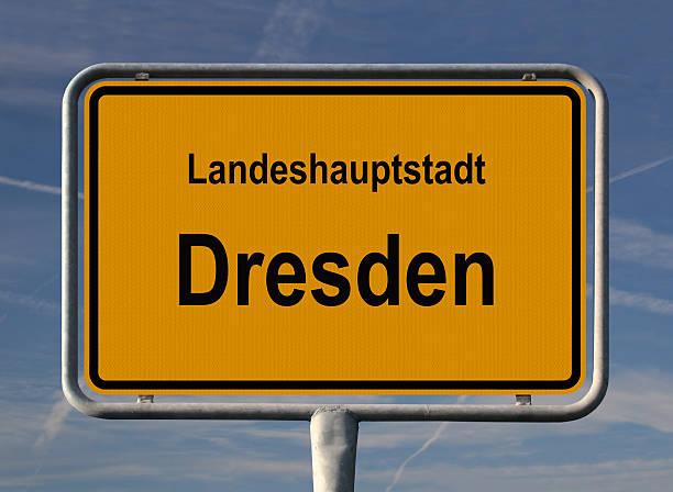ortseingangsschild landeshauptstadt dresden - ortsschild stock-fotos und bilder