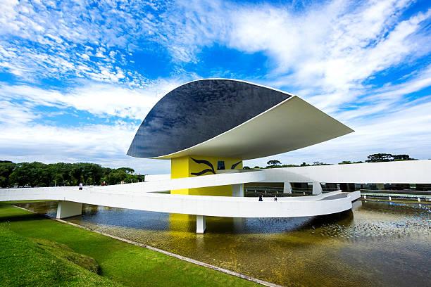 Oscar Niemeyer Museum (aka Montag) in Curitiba, Paraná, Brasilien – Foto