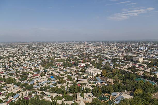 Osh Skyline visto desde Sulaimán a las montañas - foto de stock