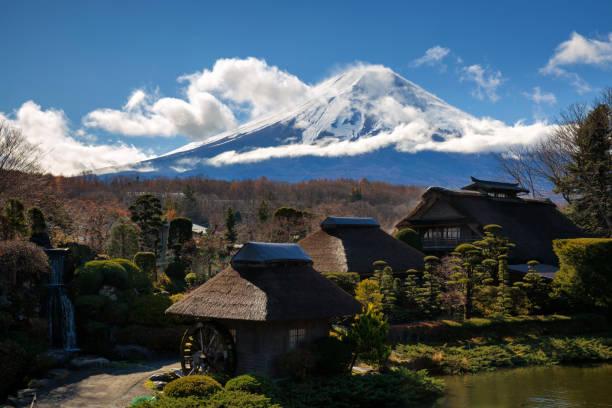 忍野八海村 - yamanaka lake ストックフォトと画像