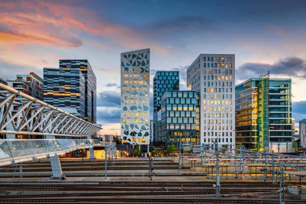 Oslo Business Skyline bei Sonnenuntergang, Norwegen – Foto