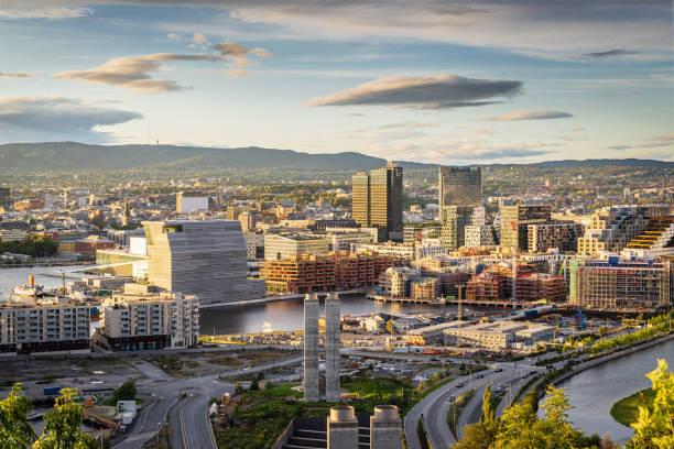 Oslo Stadt in Sonnenuntergang Licht Norwegen – Foto
