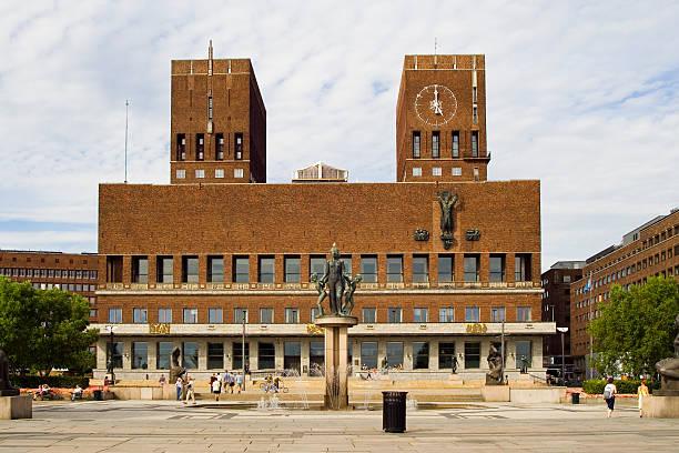 oslo rådhus - oslo city hall stockfoto's en -beelden