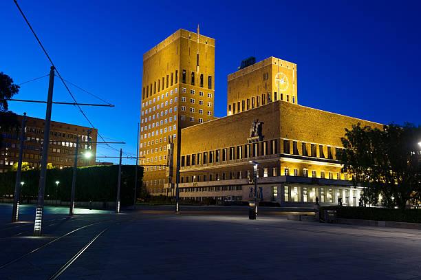 oslo town hall (radhus), norway - oslo city hall stockfoto's en -beelden